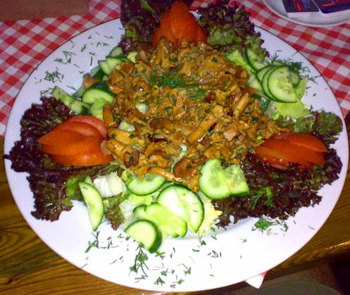 Sałatka z kurkami w restauracji Adler