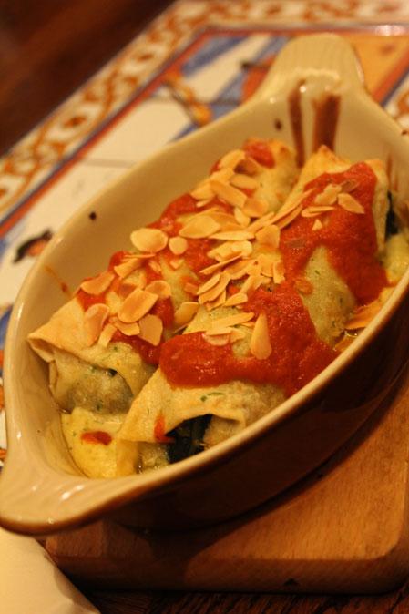 Naleśniki z kurczakiem i szpinakiem w sosie gorgonzola