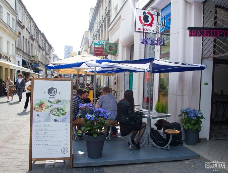enoki street food z zewnątrz