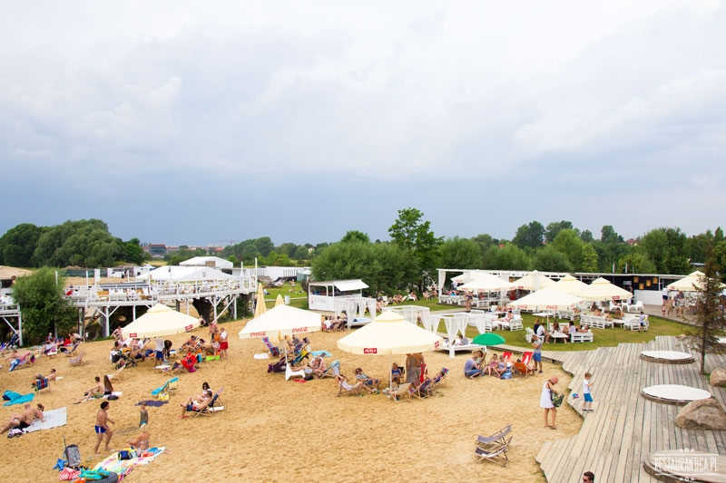 Lake Park Wilanów plaża parasole
