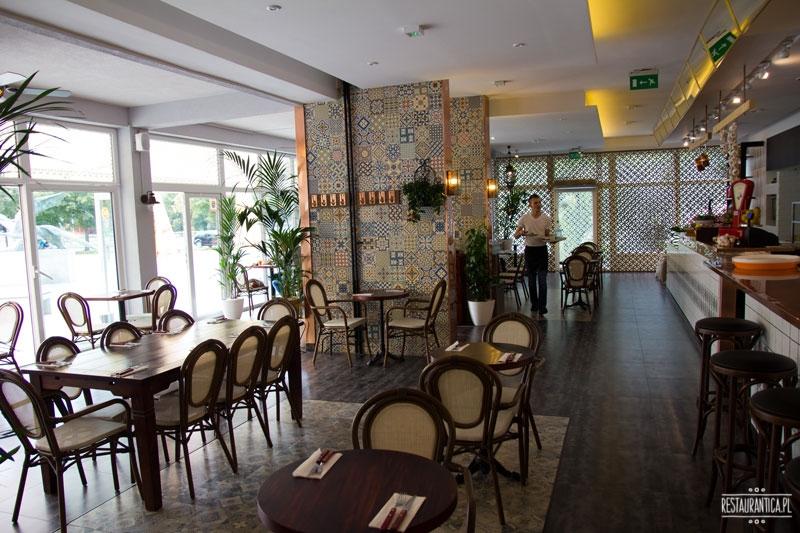 Shuk wnętrze, Restauracja, kelner