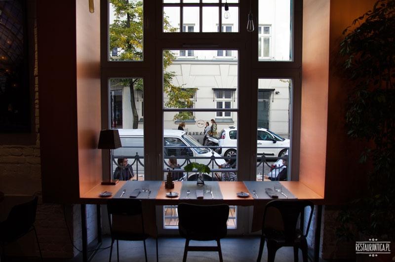 Bez tytułu, restauracja, Poznańska, wnetrze, okna