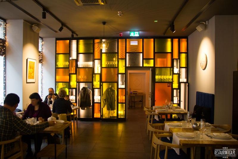Pańska 85, pomarańczowa ściana, restauracja, wnętrze
