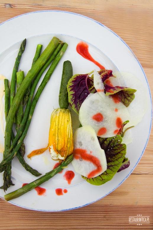 obiad na polu szparagi, kwiat cukinii