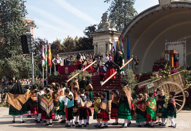 San Mateo Logrono duza grupa na scenie