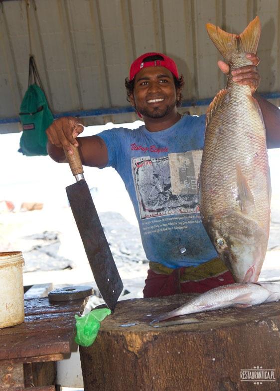 Targ Rybny Negombo sprzedawca