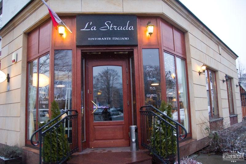 La Strada z zewnątrz