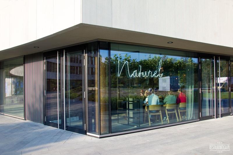 Naturel z zewnątrz