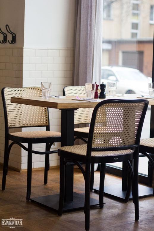 Rozbrat 20 Wine Bakery, piekarnia, winiarnia, Warszawa, stolik
