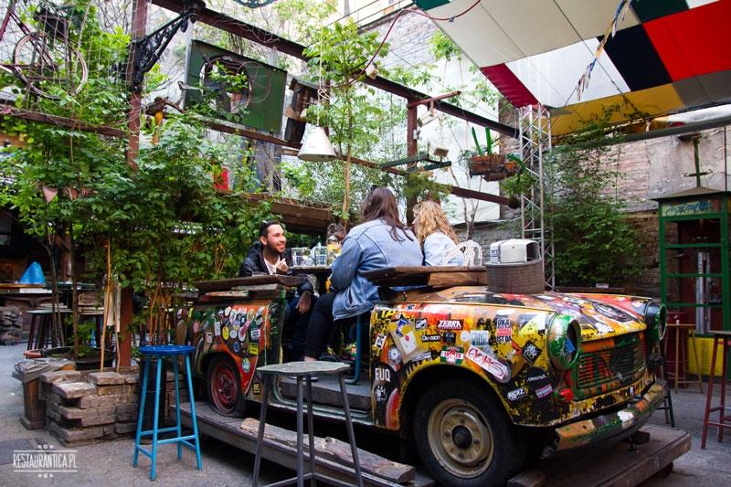 Szimpla Kert, Ruin bar, samochód, Budapeszt