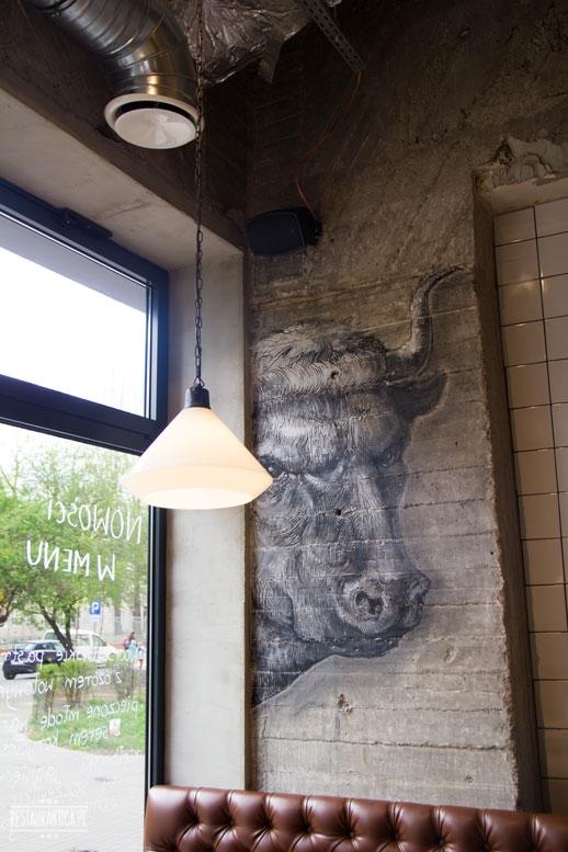 Warburger na talerzu, wnętrze, rysunek krowy