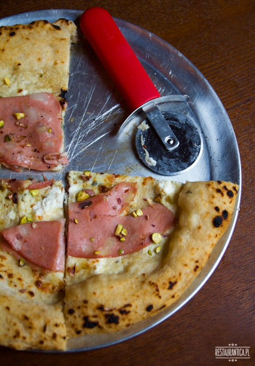 Regina Bar, pizza z mortadelą