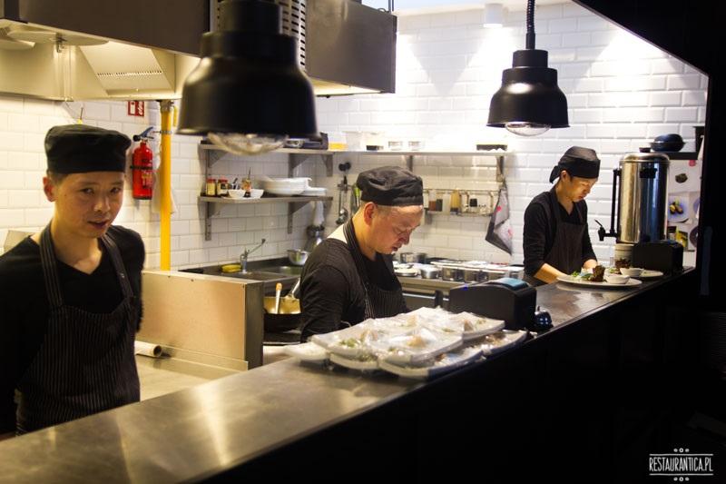 Pańska 85, restauracja chińska,otwarta kuchnia, kucharze